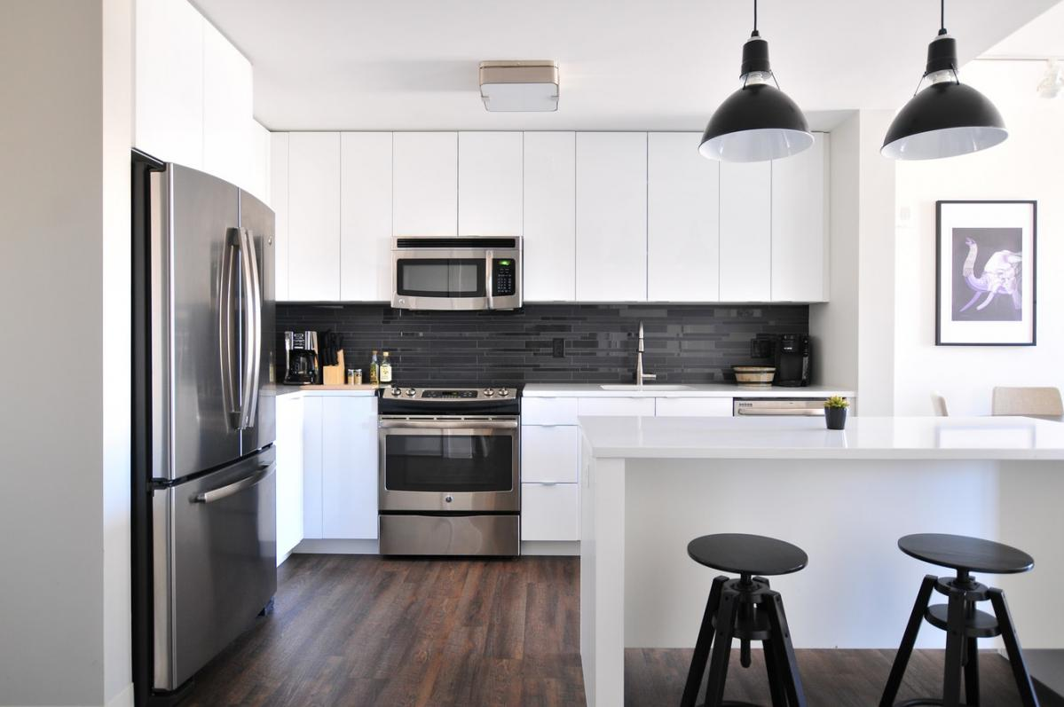 How to Choose Wood Flooring for Your Kitchen
