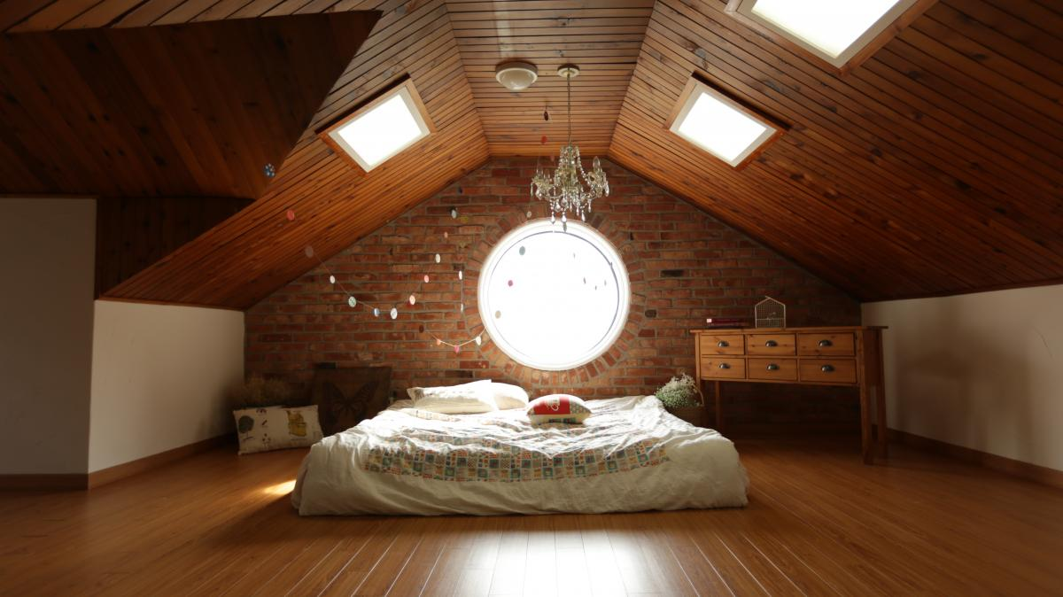 Tips on Using Click Lock Wood Flooring on the Ceiling
